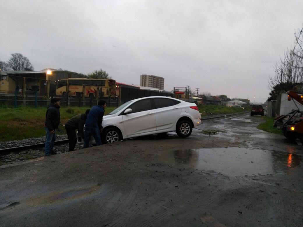 Sacan a un vehículo de la línea férrea en Concepción