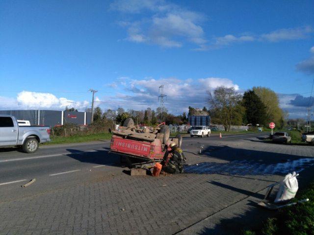 Violenta colisión entre un camión y una camioneta dejó una mujer lesionada en Osorno