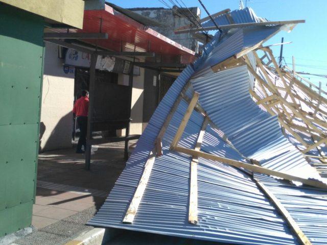 Estructura se desmorona en Los Ángeles generando corte de tránsito en avenida Tucapel
