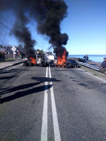 Pescadores se toman carretera austral en rechazo a la Ley de Pesca