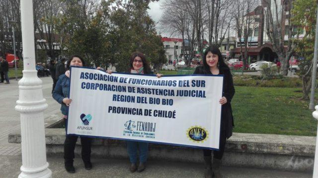 Trabajadores públicos se toman Castro tras convocatoria nacional