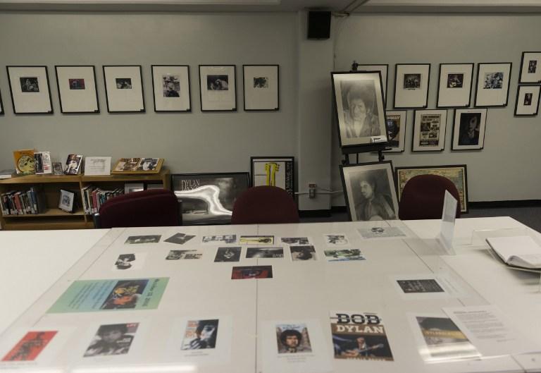 La biblioteca pública de Hibbing con su exposición sobre Dylan