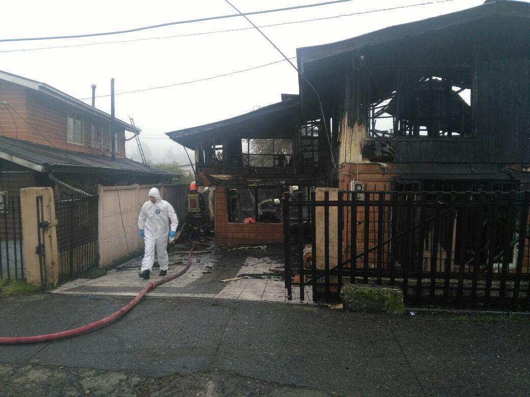 Un anciano murió tras incendio que afectó a tres viviendas en Puerto Montt