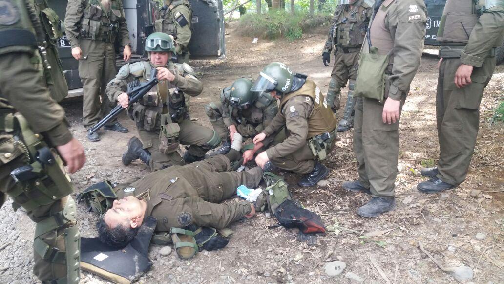 Carabinero resulta herido a bala en medio de enfrentamientos con encapuchados