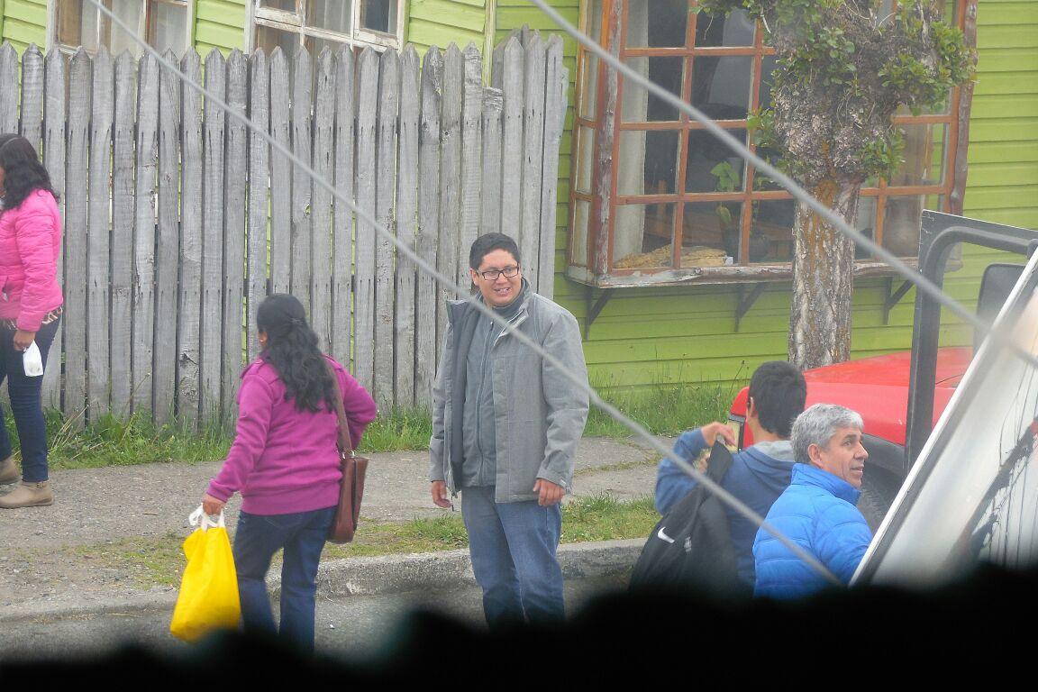 Lonquimay: denuncian que candidato a alcalde espera a votantes y los invita a tomar desayuno