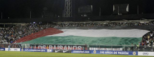 27 de Octubre del 2016/SANTIAGO La Hinchada de Palestino alienta a su equipo previo al partido valido por cuartos de final de la Copa Sudamericana, disputado por los equipos de Palestino vs San Lorenzo, jugado en el Estadio Monumental. FOTO:RODRIGO SAENZ/AGENCIAUNO