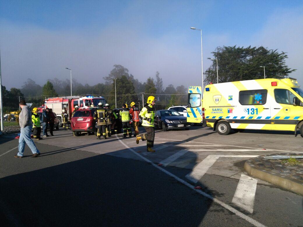 Un lesionado tras colisión de dos vehículos cerca de Carriel Sur