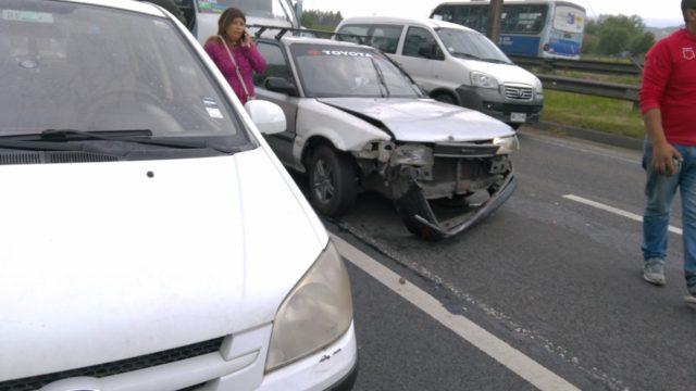 Colisión de tres autos en San Pedro de la Paz dejó a dos vecinas heridas.