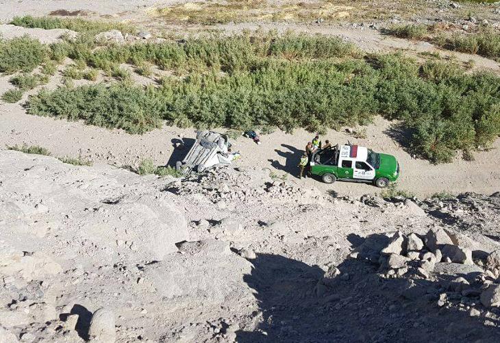 Dos jóvenes mueren tras precipitarse a una quebrada el vehículo que conducían.