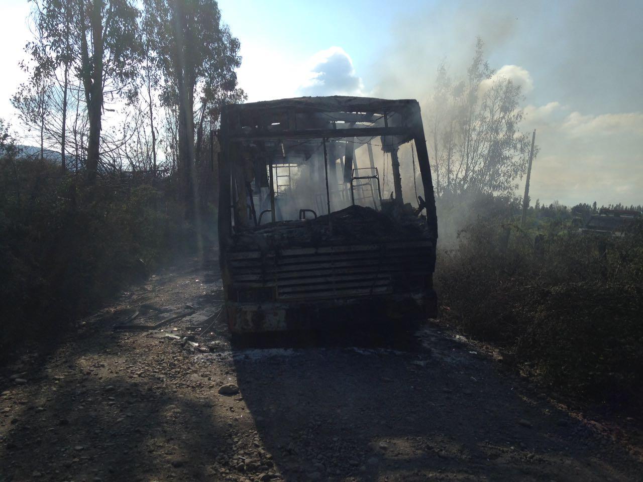 Ataque incendiario afectó a bus que trasladaba a votantes en Ercilla