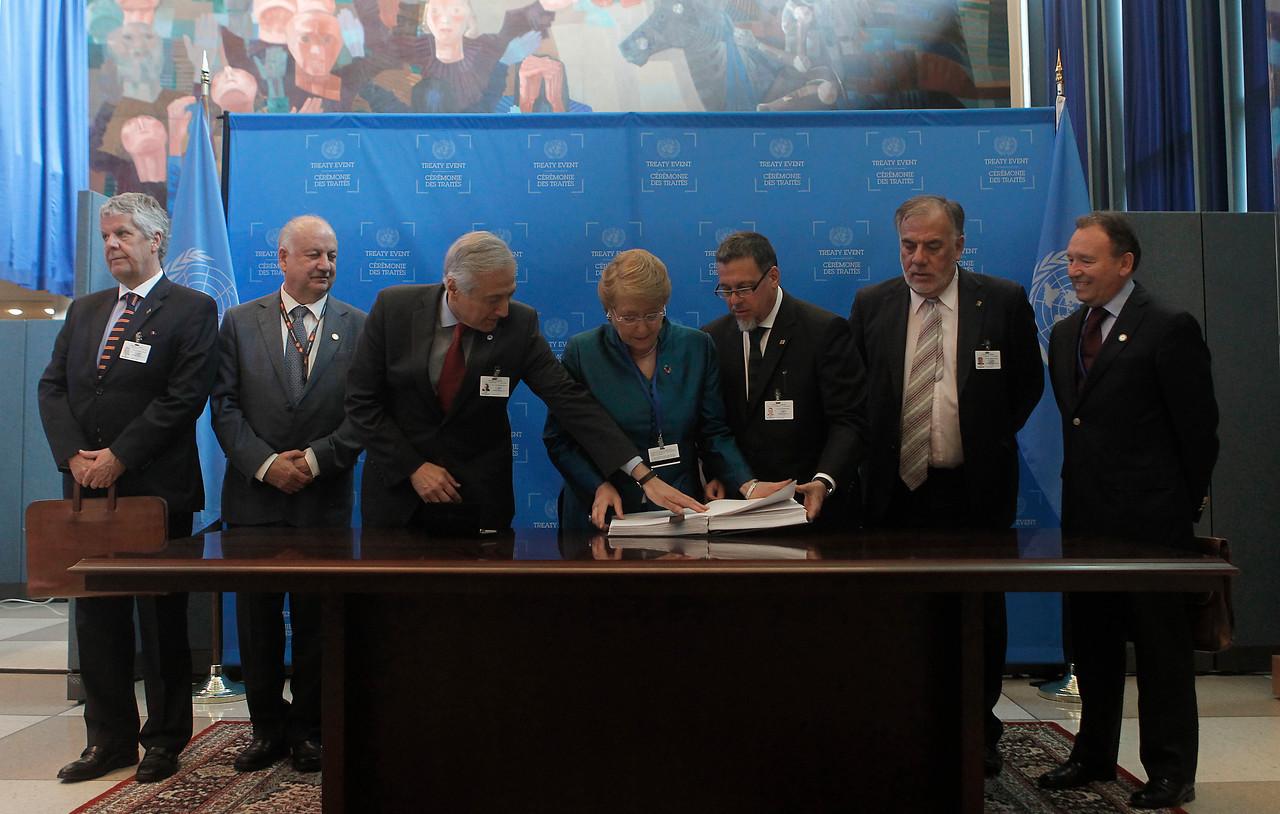 La presidenta Michelle Bachelet en la firma del Acuerdo de París (COP21)| Agencia UNO