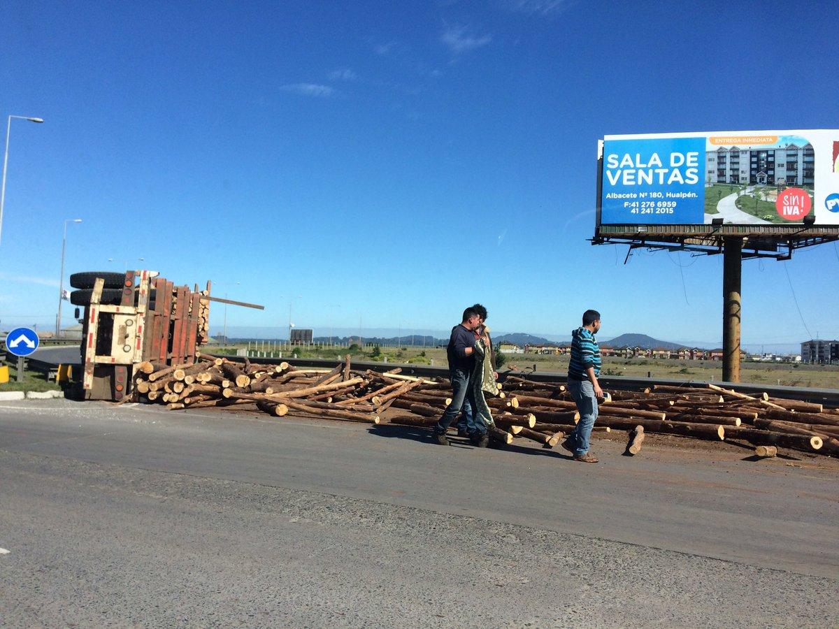 Colisión de camión y vehículo en Hualpén