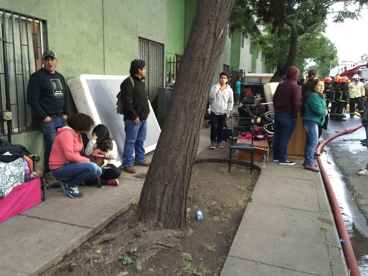 Personas damnificadas tras incendio | Felipe Cornejo | RBB