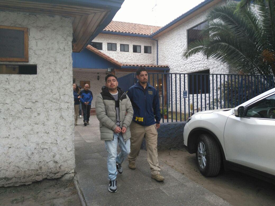 Juan Pablo Neculñir sale del cuartel policial