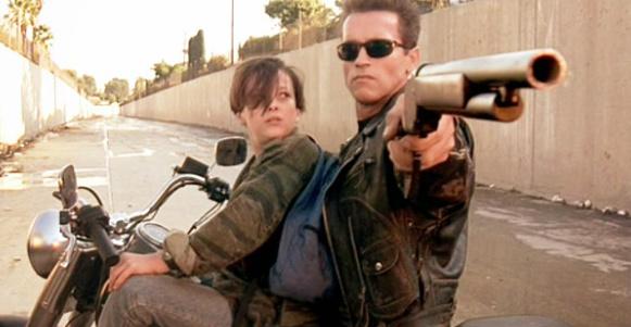 Edward Furlong y  Arnold Schwarzenegger en Terminator II (1991)