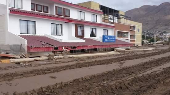 Hotel Aqua Luna de Chañaral inundado de barro tras los aluviones de marzo de 2015.