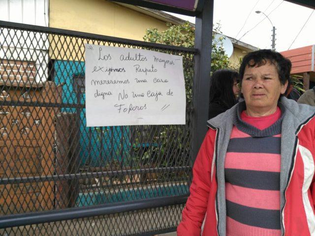 Vecinos de Los Ángeles se manifiestan acusando mediocre construcció