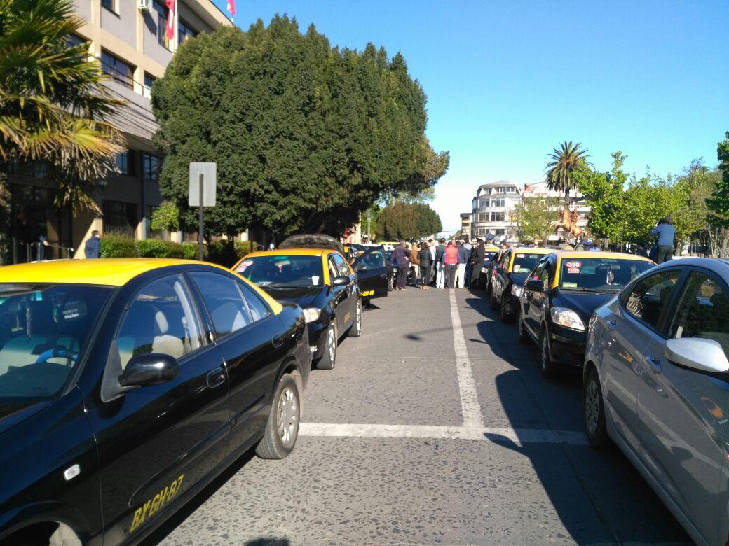 Protesta de taxistas en el centro de Los Ángeles contra Uber.