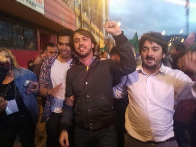 Simpatizantes de Jorge Sharp se reunen en Valparaíso para celebrar triunfo
