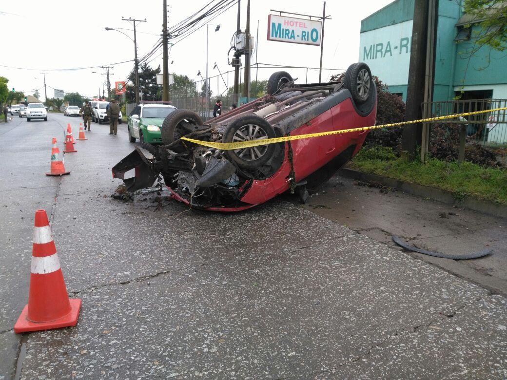 Vehículo volcado y baleado