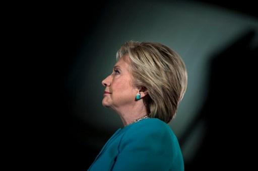 EEUU decide entre Clinton y Trump en reñida contienda