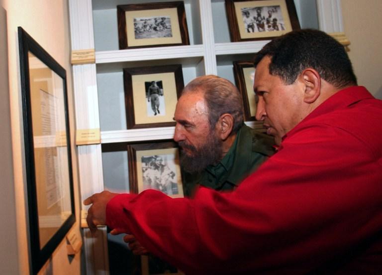 Castro, en 2006, junto al fallecido expresidente de Venezuela, Hugo Chávez | Agencia France-Presse
