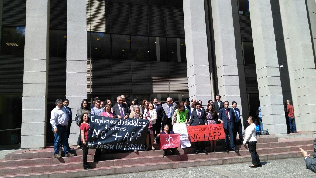 Trabajadores del Poder Judicial en Temuco se suman a jornada de movilización contra AFP