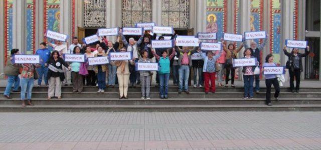 Resultado de imagen para laicos protestan con obispo barros en osorno
