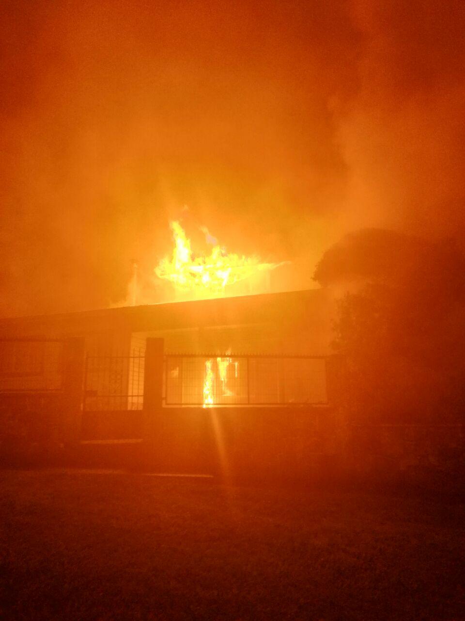Dos ancianos murieron tras incendio de vivienda en Villarrica