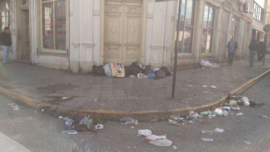 Valdivia: llaman a municipio a tomar medidas sobre retiro de basura por paro de sector público