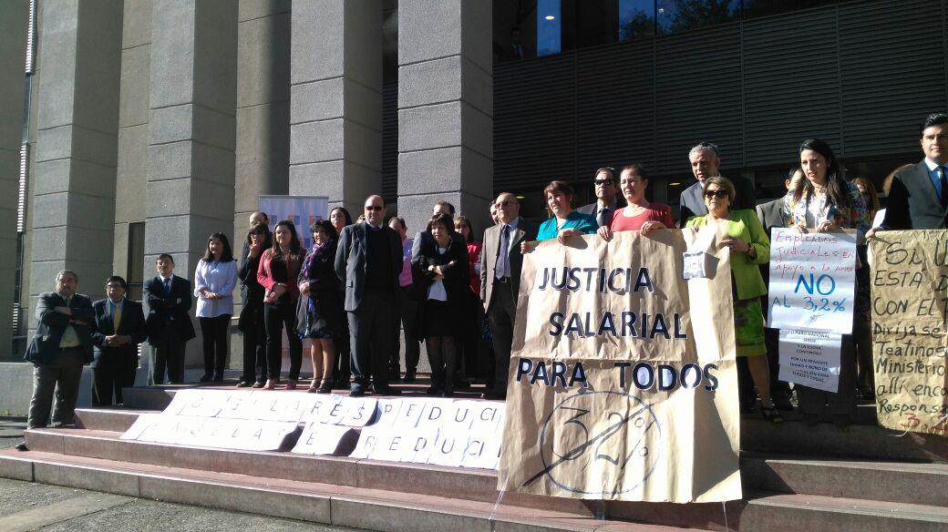 Funcionarios del Poder Judicial de Temuco realizan manifestación en apoyo al sector público