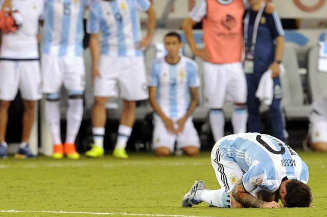 Reacción de Messi tras perder en penales / Archivo Agencia UNO