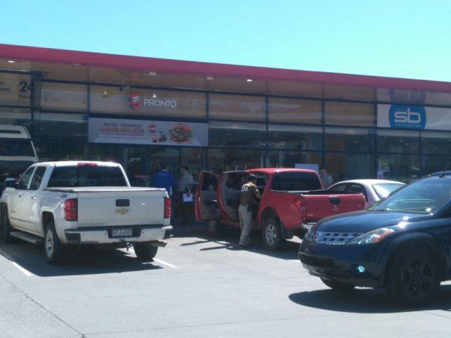 Carabineros pericia evidencias de robo en Copec de Michimalonco en San Pedro de la Paz