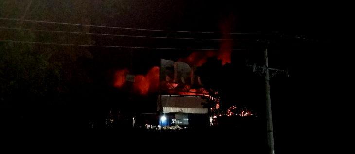 Incendio en planta FrioSur de Puerto Chacabuco obliga a evacuar a todos los habitantes