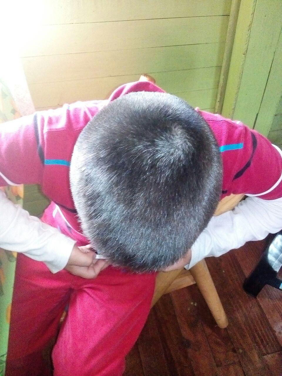 Apoderado denuncia que colegio de Mulchén cortó el pelo de su hijo sin previo aviso