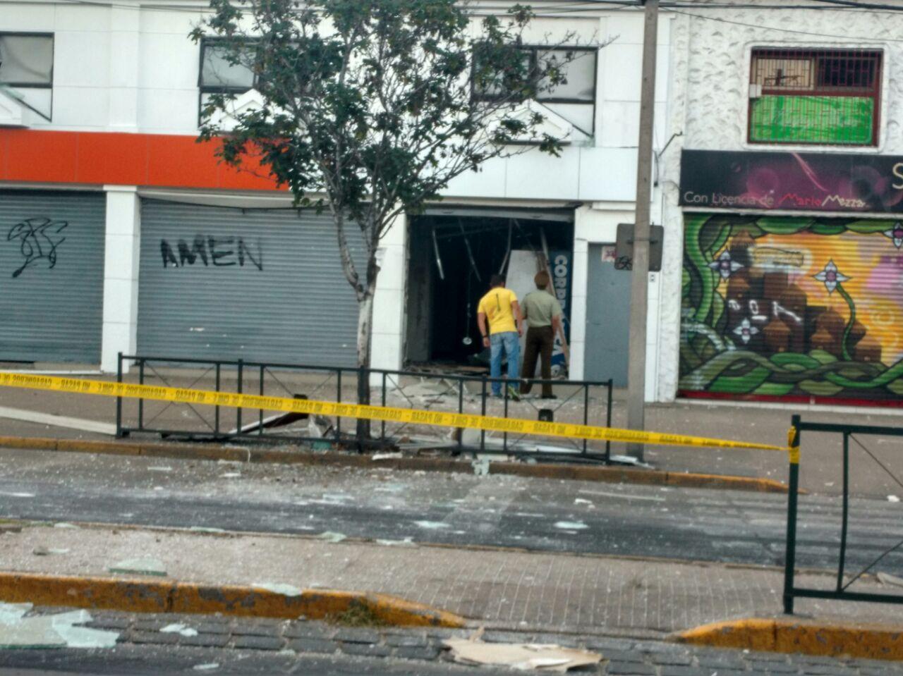 Carabineros indaga explosión de cajero automático en Ñuñoa.