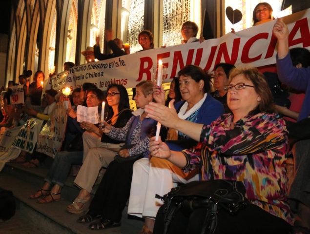 Laicos de Osorno piden nuevamente la renuncia de Juan Barros como párroco