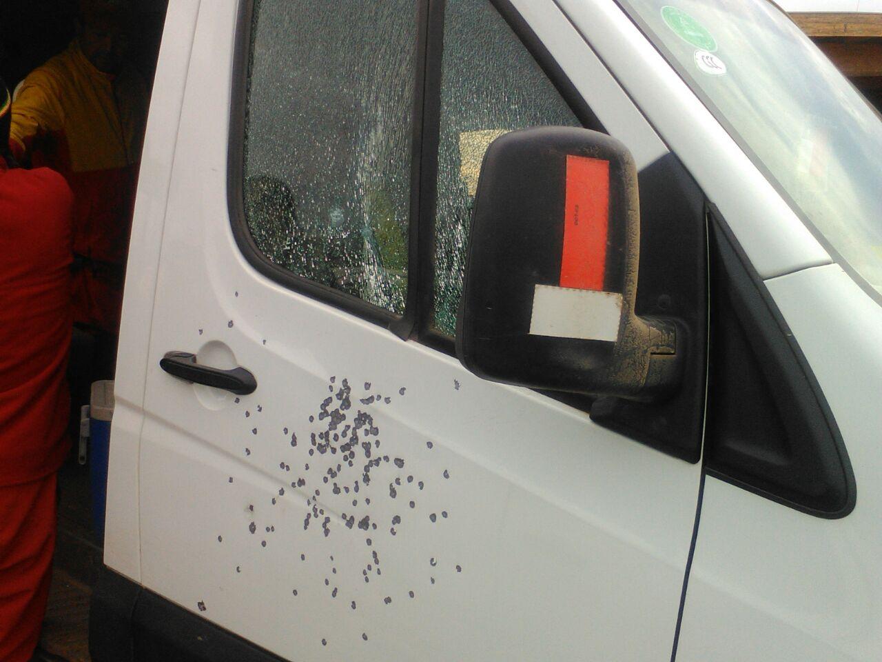 Furgón atacado a tiros
