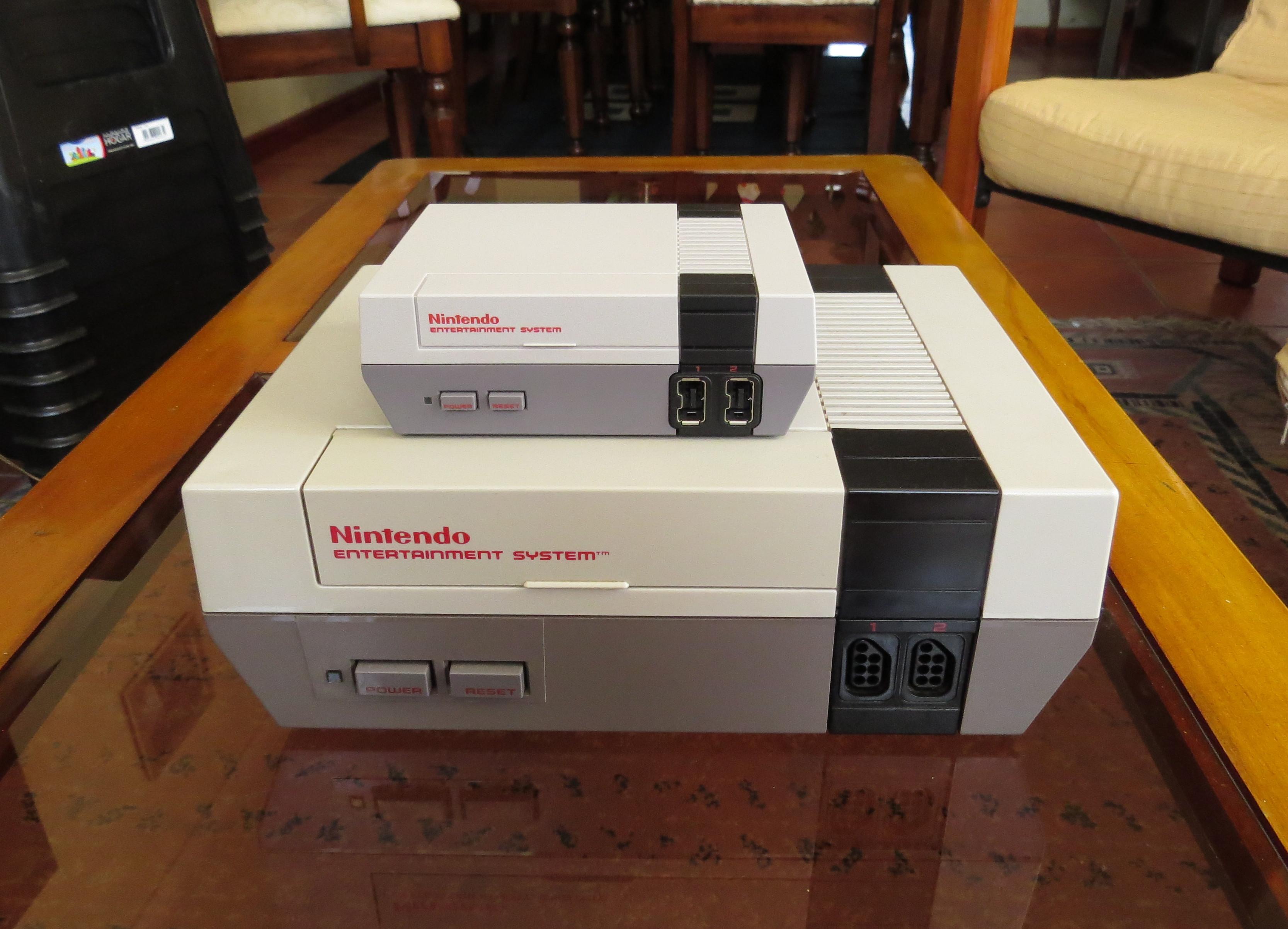 La NES original junto a la NES Mini | Camilo Suazo | BBCL