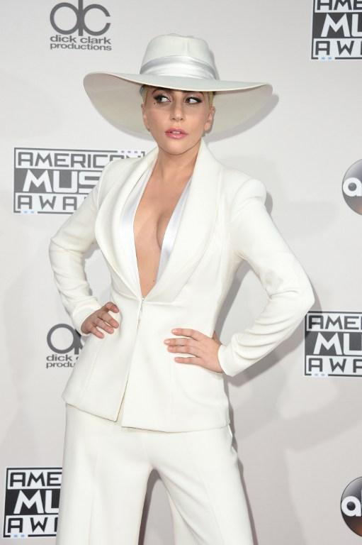 """Lady Gaga lució en los AMAs traje con """"mensaje oculto"""" sobre las elecciones presidenciales"""