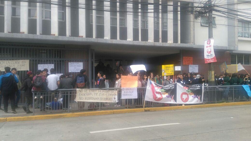 Manifestación profesores del Colegio Madres Dominicas