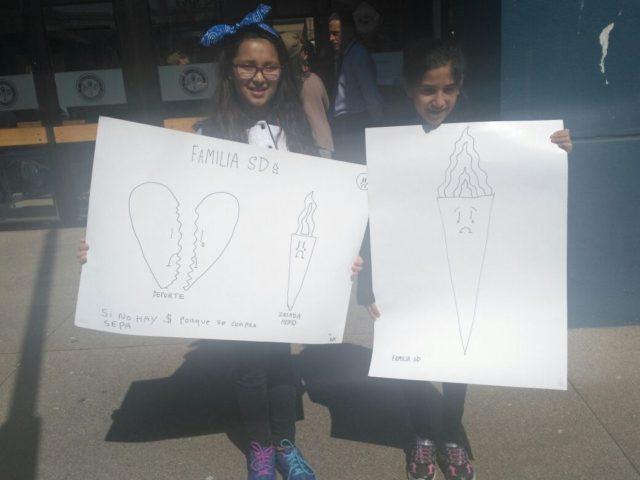 Archivo. Apoderados y alumnos del Colegio Saint Dominic de Viña del Mar protestan por despido de docentes.