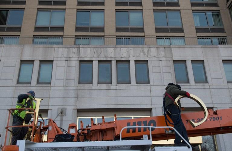 Residentes de edificios de Trump logran pequeña venganza contra el presidente electo