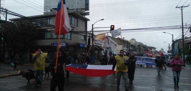 marcha del sector público en Valdivia por reajuste salarial