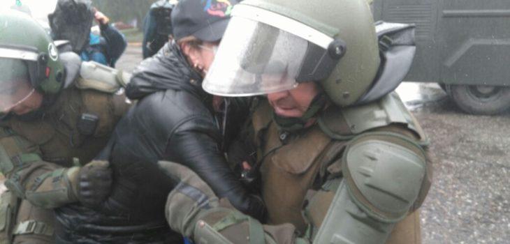 marcha del sector público culmina con detenidos en Valdivia