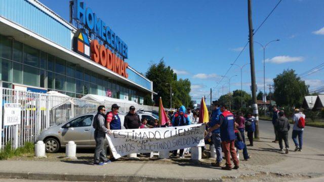 Trabajadores de Sodimac en Valdivia se manifiestan exigiendo mejores sueldos