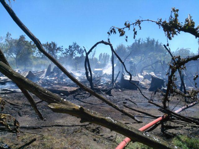 Casa resulta completamente destruida por incendio en Los Ángeles
