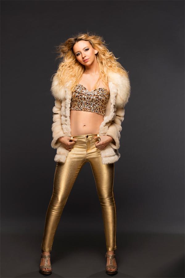 Natasha Basset como Britney Spears | Lifetime
