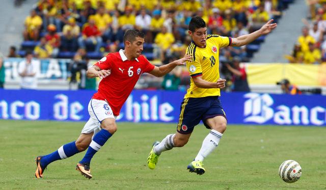 Carmona jugando por Chile en Eliminatorias / Agencia UNO