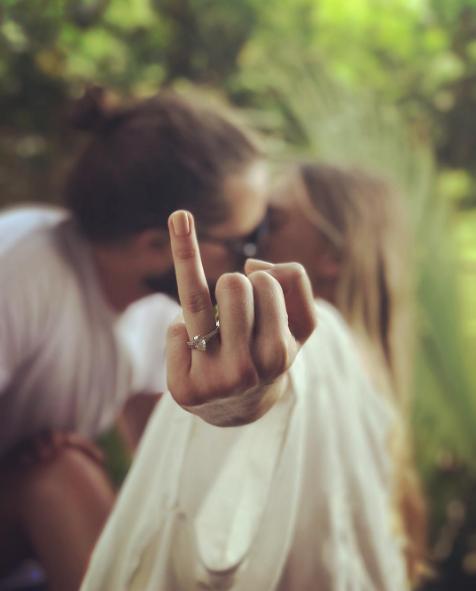La simpática foto con la que Margot Robbie habría confirmado su matrimonio